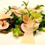 ジンジャーガーデンアオヤマ - たっぷりのトリュフとトリュフオイルをかけたサラダ