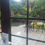 ミュージアムカフェ - 窓際の席から見える景色 落ち着きます