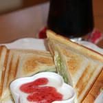 オプティミスト - ホットサンドセット(ハムチーズサンド、アイスコーヒー)