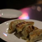 鮮魚・中華居酒屋 愛香楼 - 餃子。これはちょっと・・・