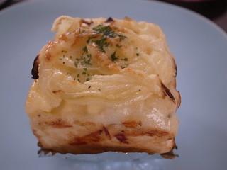 ベルマティネ - チーズ玉ねぎパン