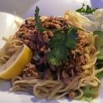 サワディー - バーミー・ラープ 開化楼の麺