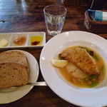 32608938 - 旬魚の香草パン粉焼き ヒュメドゥポワソンバターソース マッシュポテト添え