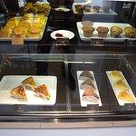 ヴァルカナイズ・ザ・カフェ - ショーケースのケーキ
