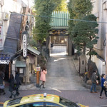 MUI MUI - お店の向かいはお寺
