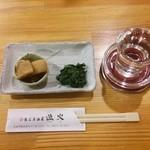 懐石居酒屋 漁火 - 雁木純米無濾過生原酒(450円)、お通し(300円)