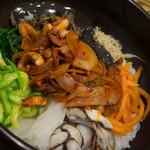ボンジュクお粥 - タコ石焼ビビンバ