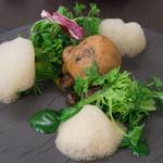 リベルタス - 料理写真:1-1)色々な貝の旨味とキノコのベニエ
