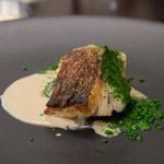 リベルタス - 4)道産の鱈のロースト、白ワインのソース、ハーブを使ったパウダー