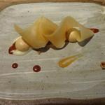 Sola - 林檎、キャラメルのムース、ヘーゼルナッツ