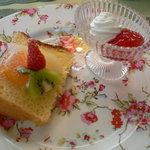 アリスの茶屋 - オレンジバナナのシフォンケーキ