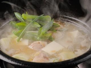 仁屋 - コラーゲンたっぷりの「大山鶏と下仁田葱の白湯鍋」
