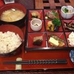 酒肴人 三昧人 - にぎやかおばんざい定食<限定10食>(990円)