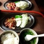 32621756 - 牛カルビ、豚カルビ、ランチセットのスープ