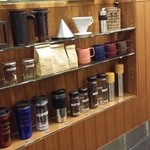 ザ・コーヒーショップ - コーヒーグッズが展示販売されていた。