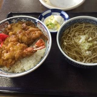 京極食堂 - 南三陸さんさん商店街の京極食堂で昼食。 ミックス天丼半かけそばセットを食した。 税込1000円。