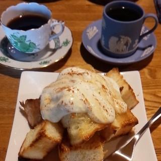 喫茶 cloak - エアロプレスと水出しコーヒーの飲み比べ♪シナモンハニートースト( ´艸`)