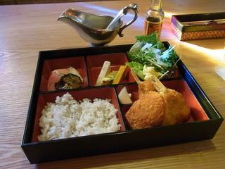 キッチンタカラギ - 小鯛のフライとカニクリームコロッケ御膳(1030円)