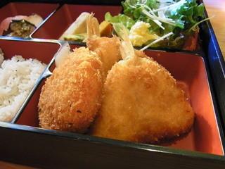 キッチンタカラギ - サクッ、フワッと仕上がった小鯛のフライが美味しい