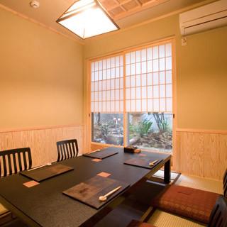 京坪庭の望める個室で和食をご堪能ください。