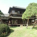 京亭 - 庭園から見る旅館