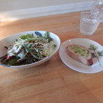 32633102 - スタジョーネランチ1330円のサラダとガーリックトースト