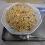 32635657 - 炒飯大盛り スープ待ち