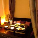 アラム バリ カフェ - ゆったり、まったりがうりですが、大きめのテーブルもございます。