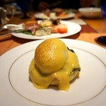 スプレンディード - 卵料理は、調理してくれます。 エッグベネディクト、チーズオムレツを注文。