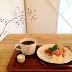 カフェ クラリ - 栗のタルト490円とブレンドコーヒー400円(セットで50円引き)