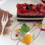 32641026 - デザートのベリーケーキ