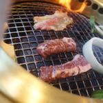 焼肉徳寿 - 料理写真:焼くべし焼くべし!