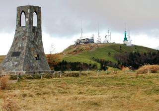 王ヶ頭ホテル - (2014.10月)高原の象徴「美しの塔」から電波塔群の眺め。後40分程