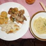 32643845 - 鶏肉やマカロニグラタン等(宴会場)