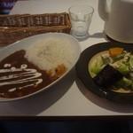 ヘルマーズキッチンカフェ - 2014/11  本日のランチプレート C:仔牛肉のカレー、ナスのマリネサラダ
