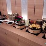 スーパーホテル - 鶏のすき焼き、オムレツ、焼き魚など