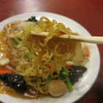 大連 - カリカリに焼かれた中細麺