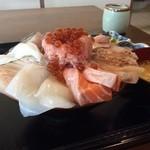 魚平食堂 - 海鮮丼1600円