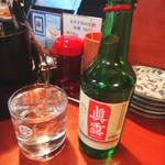 焼肉のひがし田 - JINROのミニボトルを水割りで