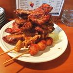 焼肉のひがし田 - 骨付きカルビと鶏皮とつくね