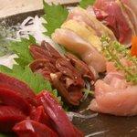 里乃味 - 料理写真:生でも食べられるさつま地鶏の刺身!