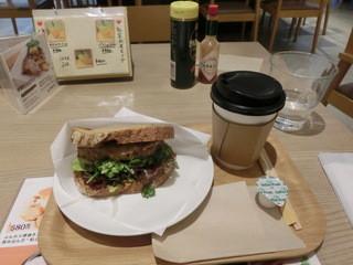 時ノ和珈琲 - ブレンドコーヒー・Sサイズ300円&ハンバーグサンド(柚子からしハンバーグと十五穀パンのサンド)420円。