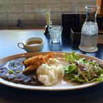 スプーニー カフェ - スープが小ちゃく見える大きなプレート!!