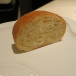 32657957 - パンは柔らかくふわふわしたタイプ。