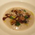 32657959 - ごぼうの冷製スープにチョコレートソースとオリーブオイル、そしてコーヒーのアイス!