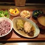 32667251 - アカリマチと同じくヤギーのご飯もおいしい。