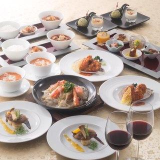 季節の食材を使用した謝朋殿の伝統中国料理