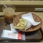 32668995 - プレミアムアイスミルクティ400円+ポテトS200円
