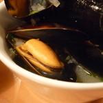 スタンドシャン食 Osaka北新地 Champagne & GYOZA BAR - ☆粒のぷりっとしたムール貝☆