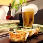 タズ カフェ - はまぽーく餃子(プレーン・パクチー・しそ・青唐辛子の4種類)